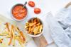 Winterse wortelpeterselie en zoete aardappel friet met zelfgemaakte ketchup