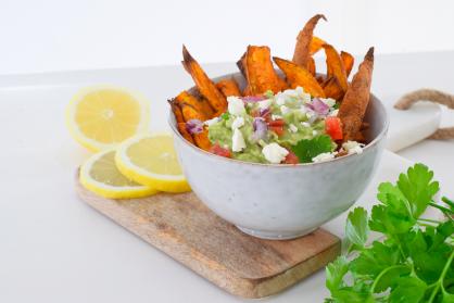 Zoete aardappel nacho's met guacamole (high tea)