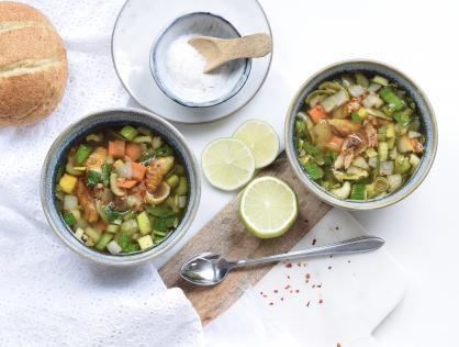 Kippensoep boordevol groente