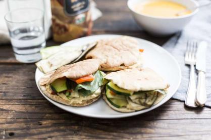 Pitabroodje met gegrilde groenten en tzatziki