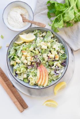 Simpele waldorfsalade met bleekselderij en appel