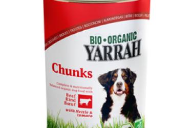 Biologische Brokjes Rund Kip met brandnetel & tomaten voor honden Voordeelverpakking (Yarrah, 12 x 400 gram)